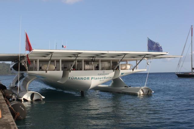 le tour du monde du PlantetSolar (bateau électrique) Img_4010