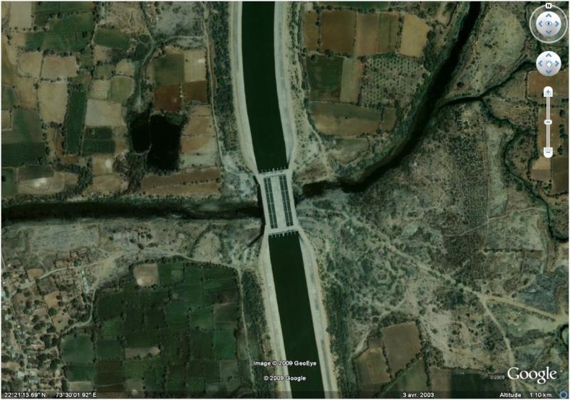 Pont pour canal dans le Gujarat - Inde  Pont_c10