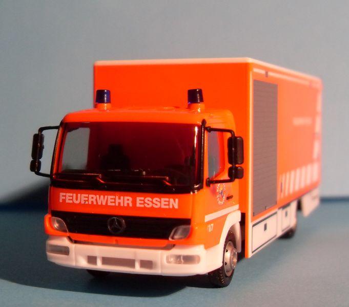 John - Meine BLAULICHTSAMMLUNG / Mercedes-Benz Atego 04 Koffer-LKW M 1:87 Merced11