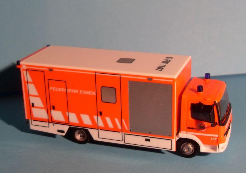 John - Meine BLAULICHTSAMMLUNG / Mercedes-Benz Atego 04 Koffer-LKW M 1:87 Merced14
