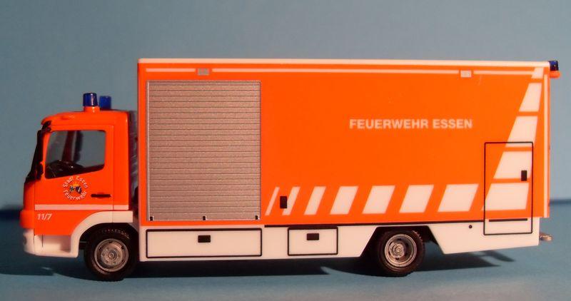 John - Meine BLAULICHTSAMMLUNG / Mercedes-Benz Atego 04 Koffer-LKW M 1:87 Merced15