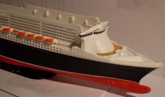 """Queen Mary 2  in 1:1200 von Revell """"FERTIG"""" Qm_1810"""