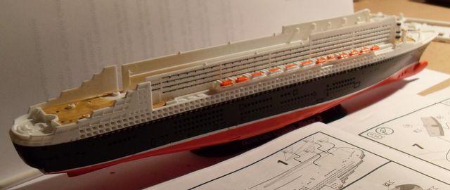 """Queen Mary 2  in 1:1200 von Revell """"FERTIG"""" Qm_1910"""