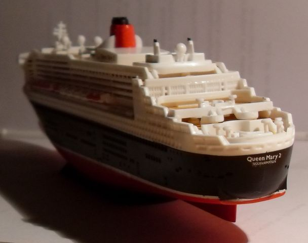 """Queen Mary 2  in 1:1200 von Revell """"FERTIG"""" Qm_2410"""