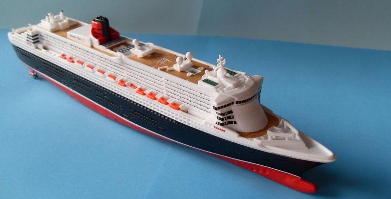 """Queen Mary 2  in 1:1200 von Revell """"FERTIG"""" Qm_2910"""