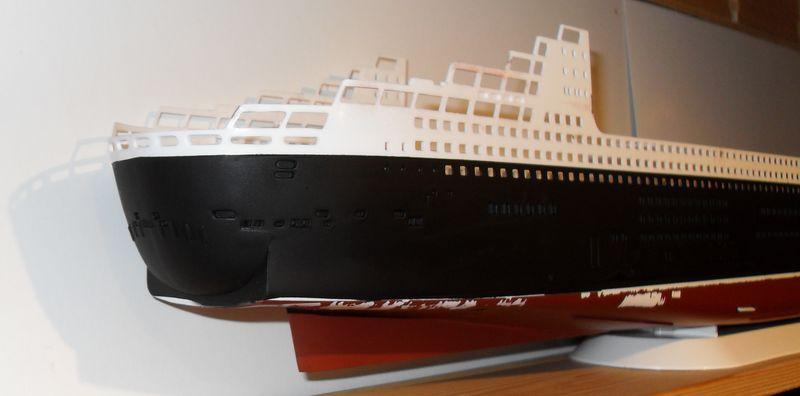 Queen Mary 2 in 1:400 von Revell Sdc10412