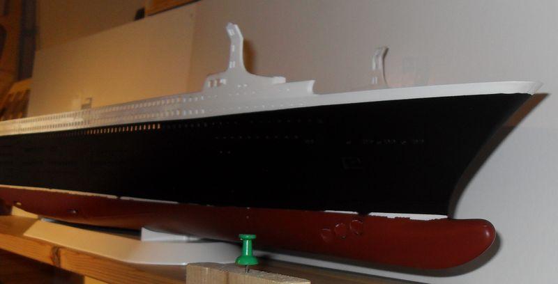 Queen Mary 2 in 1:400 von Revell Sdc10413