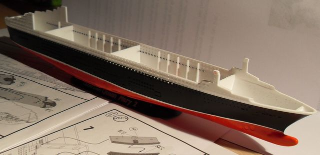 "Queen Mary 2  in 1:1200 von Revell ""FERTIG"" Sdc10915"