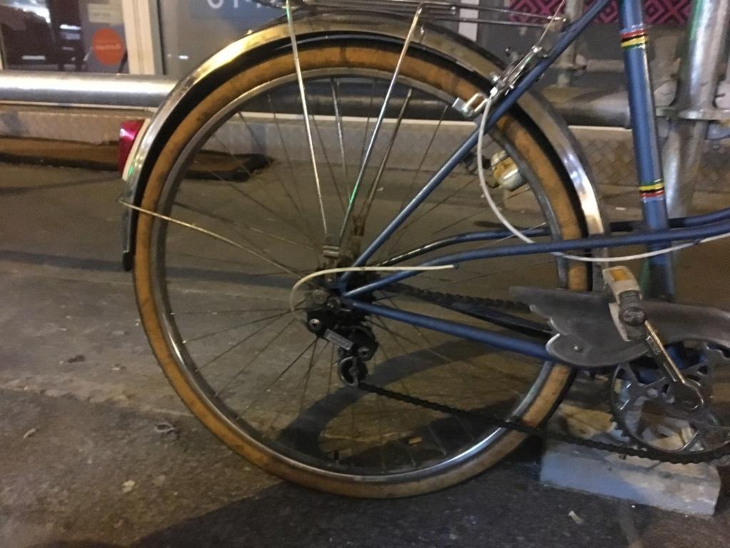 Vélo femme Jacques Anquetil et changement de roue 94421010