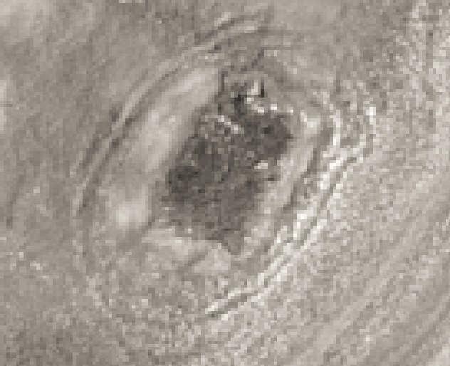MRO photographie un étrange cratère The_da10