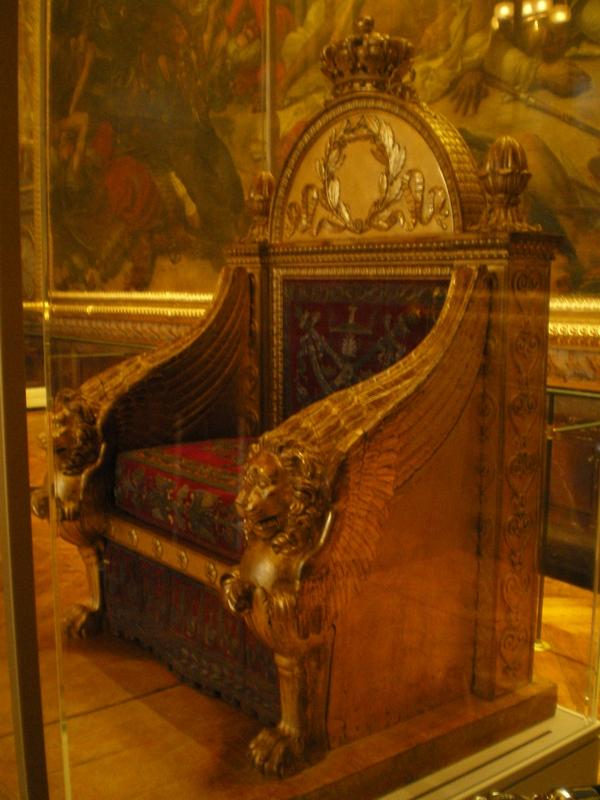 Exposition « Trônes en majesté, l'autorité et son symbole » - Page 7 Salle_12