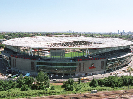 Stades de football dans Google Earth - Page 17 Emirat10