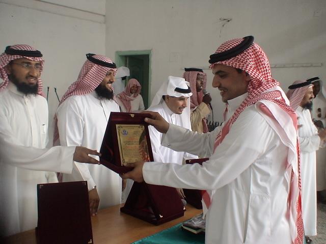 صور تكريم المدرسين الأفاضل لسنة 1431هـ (حفل التخرج) Dsc00619