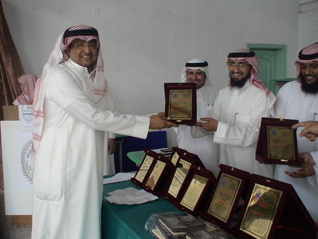 صور تكريم المدرسين الأفاضل لسنة 1431هـ (حفل التخرج) Dsc00623
