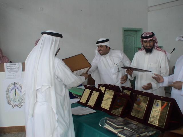 صور تكريم المدرسين الأفاضل لسنة 1431هـ (حفل التخرج) Dsc00624