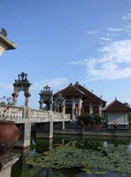 het waterpaleis Taman Ujung Bali_u10