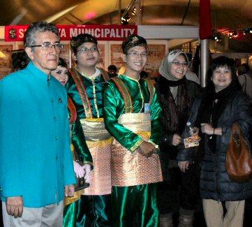 'n dagje op de 1e Pasar Malam Indonesia in Den Haag, 01-04-2010 Sdc14025