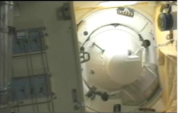 ISS : Amarrage de Soyouz TMA-18 le 4 avril 2010 - Page 2 Screen17