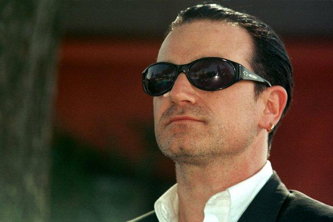 Bono ed i suoi capelli... trapianto o magggia??? - Pagina 2 60913_11