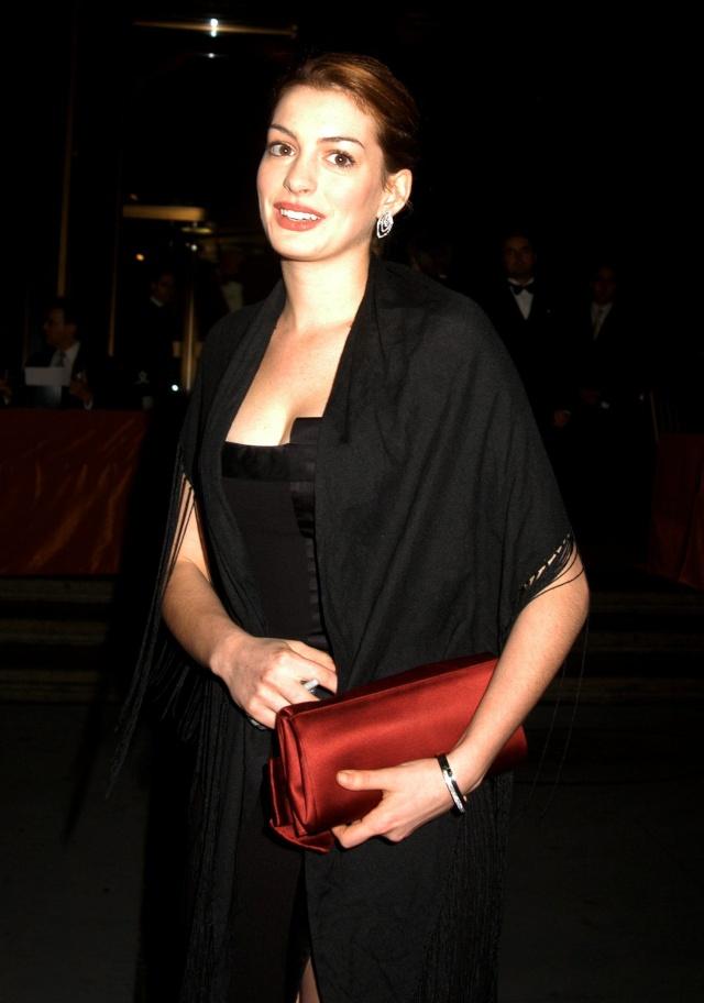 Anne Hathaway! C6raha10