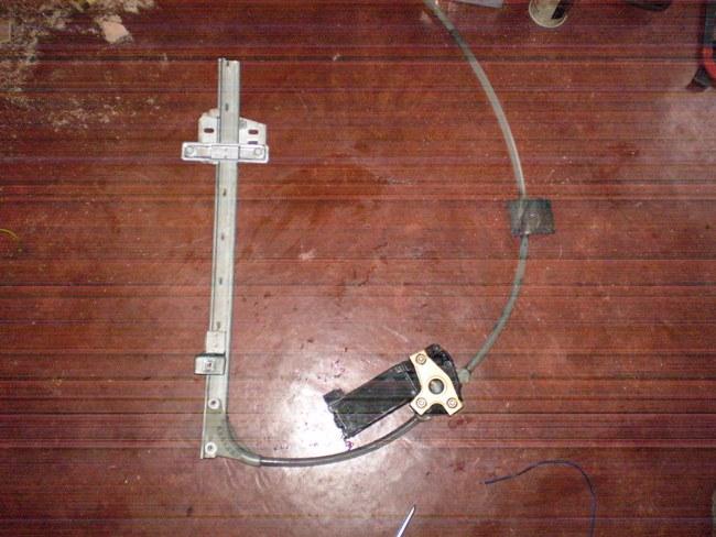 Adapter des lève-vitres electrique AV sur des portes AR avec L-V manuels P1010032
