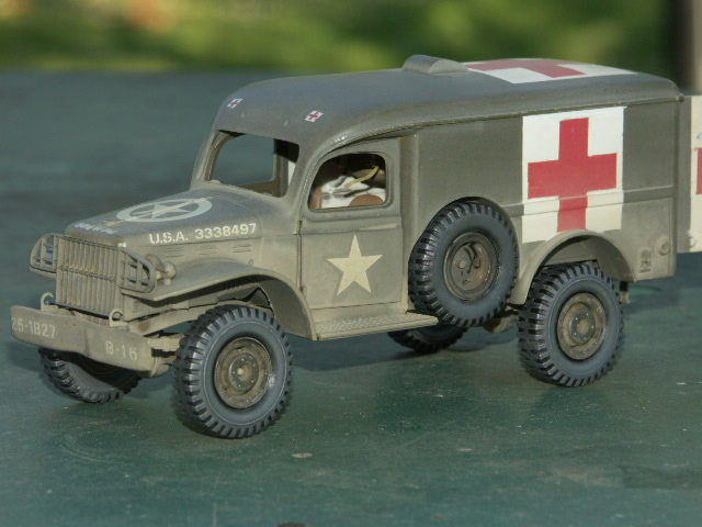 DODGE WC54 Ambulance [ITALERI / BILEK 1/35] - Page 3 Pict1211