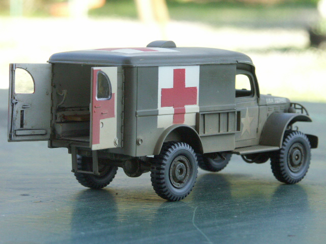 DODGE WC54 Ambulance [ITALERI / BILEK 1/35] - Page 3 Pict1212