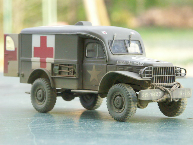 DODGE WC54 Ambulance [ITALERI / BILEK 1/35] - Page 3 Pict1213