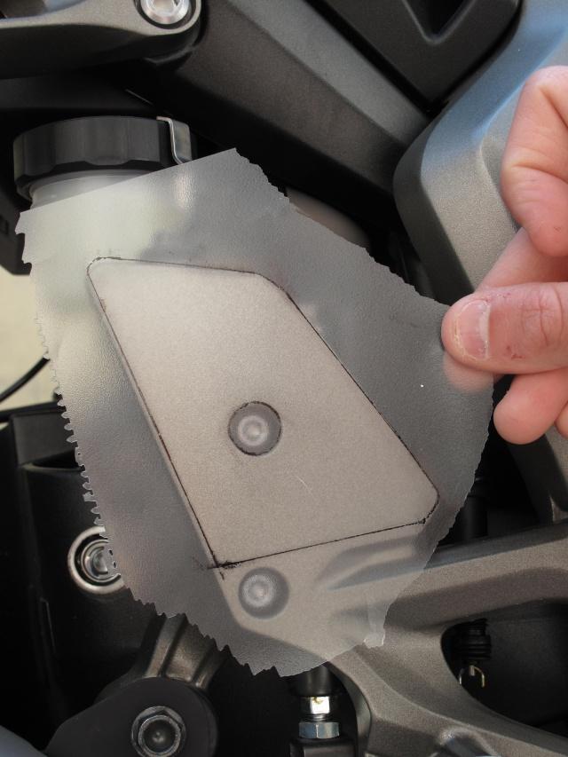 Protection carbone pour platine repose pied  photos + détails Img_0314