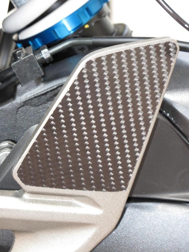 Protection carbone pour platine repose pied  photos + détails Img_0324