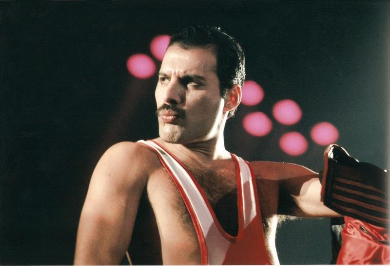Freddie avec ou sans la moustache ? Numari10
