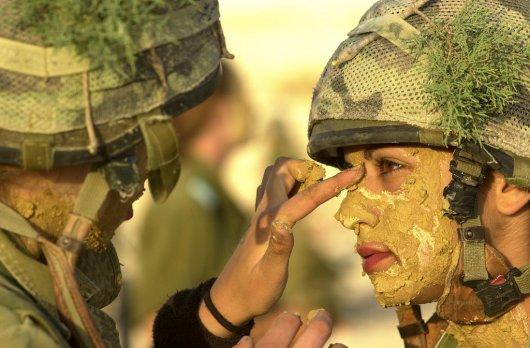 Femmes militaires - Page 2 610