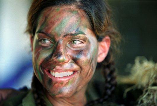 Femmes militaires - Page 2 710