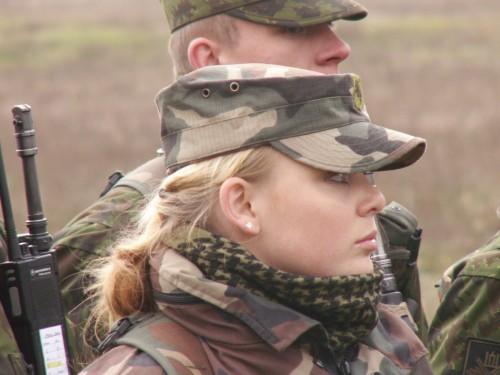 Femmes militaires - Page 2 I10
