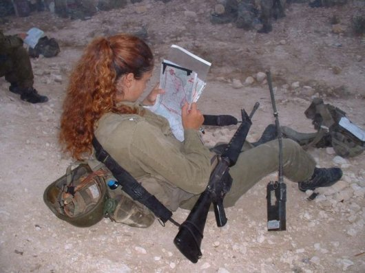 Femmes militaires - Page 2 Milita22