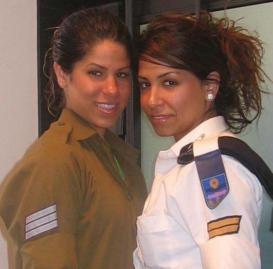 Femmes militaires - Page 2 Milita27