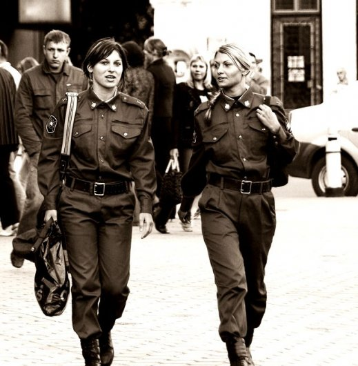 Femmes militaires - Page 2 Russia11