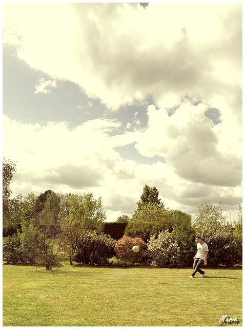 Football in the garden P5020312