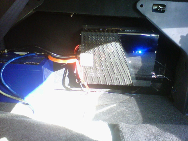 selling a ma audio hk2000d mono amp Img00112