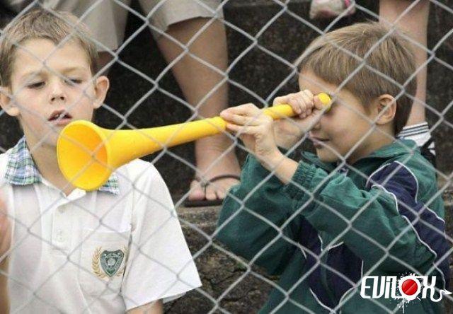 {°_^} Vuvuzela Fail !!! Vuvuze10