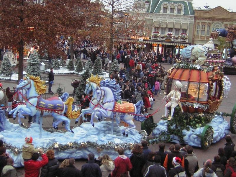 Anciens spectacles et parades de Disneyland Paris - Page 2 Dscn1710