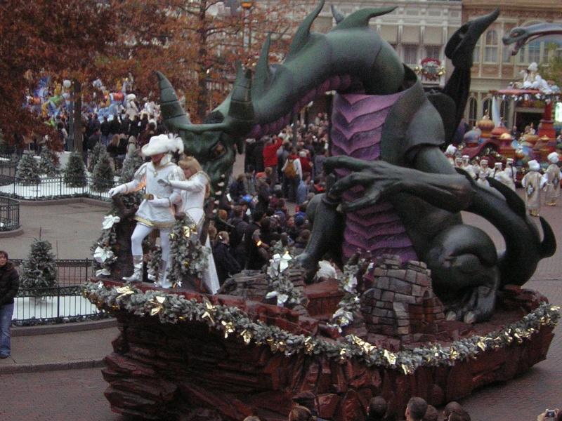 Anciens spectacles et parades de Disneyland Paris - Page 2 Dscn1712