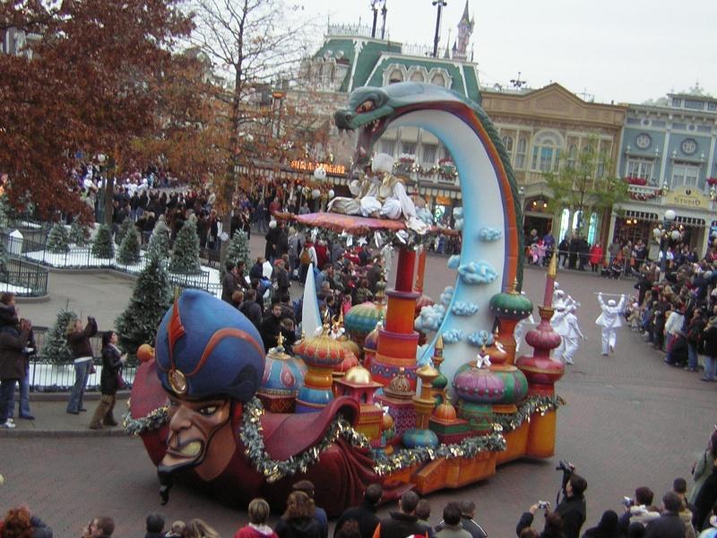 Anciens spectacles et parades de Disneyland Paris - Page 2 Dscn1713