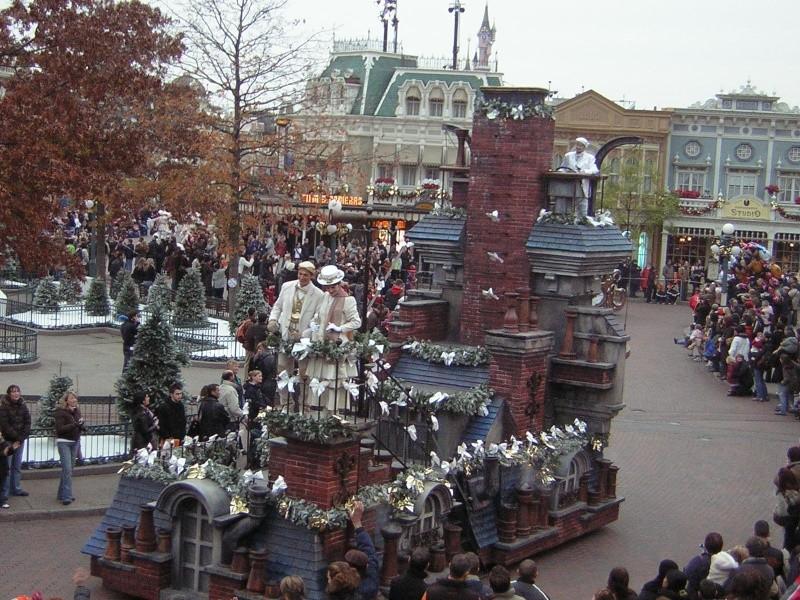 Anciens spectacles et parades de Disneyland Paris - Page 2 Dscn1714