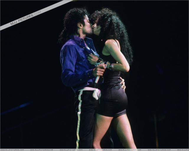 Bacio tra Diana Ross e Michael 00510