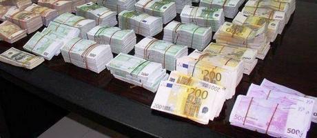 La plus grande religion du monde en 2011 : L'argent. - Page 12 Euros10
