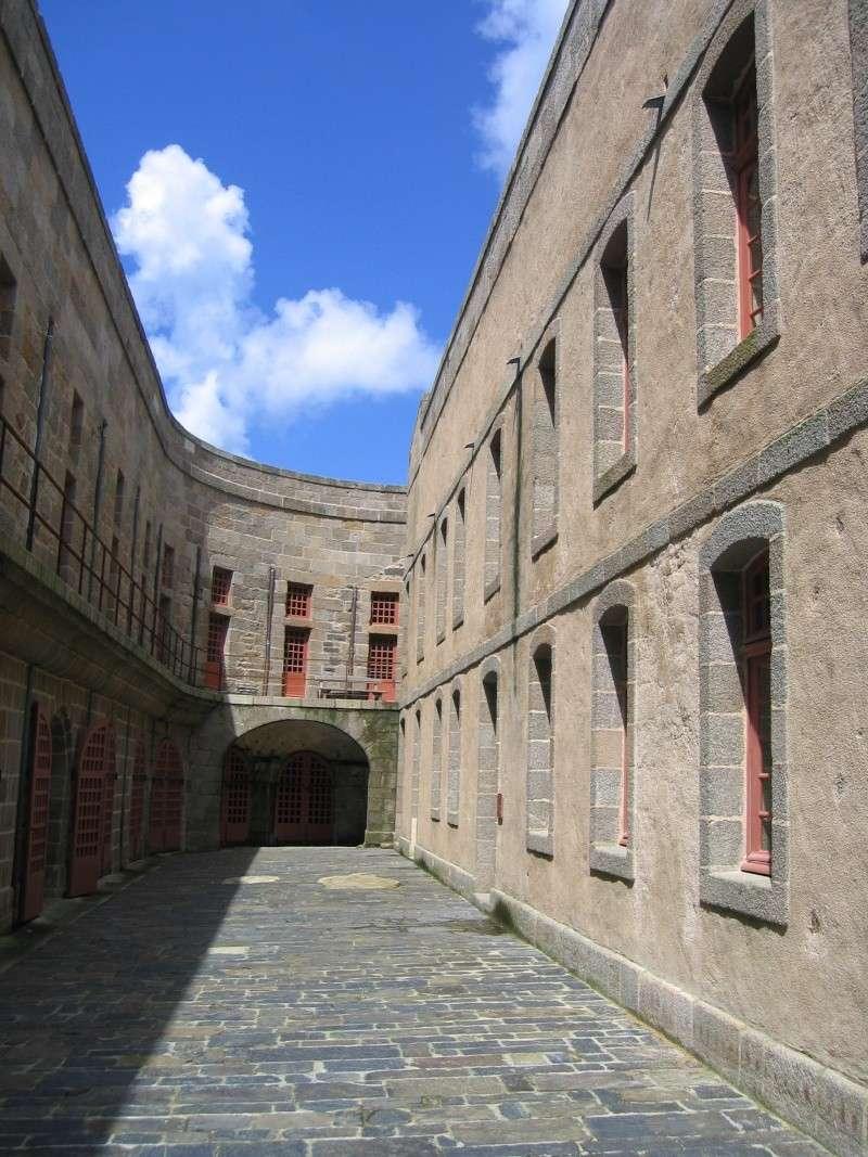 Monuments ou objets qui ressemblent au fort Boyard Chatea10