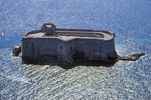 Monuments ou objets qui ressemblent au fort Boyard Fort_d10