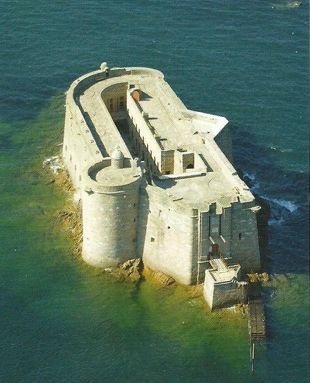 Monuments ou objets qui ressemblent au fort Boyard Numari10