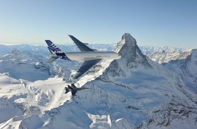 [Aéronavale-Divers] Le plus GROS avion - Page 2 20100019